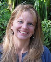 Diane Holzer Headshot